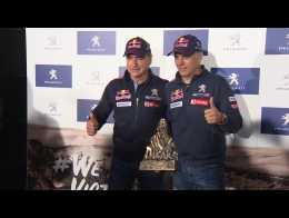 Sainz y Cruz aterrizan en España con el trofeo del Rally Dakar