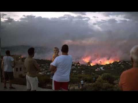 Incendies en Grèce : au moins 50 morts, dont 26 dans la cour d'une villa