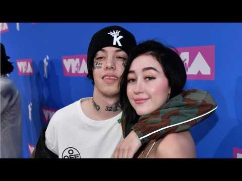 Noah Cyrus And Lil Xan Share Passionate Kiss At 2018 MTV VMAs Red Carpet