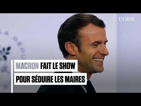 """""""On a l'impression d'être à l'Eurovision"""" : Macron fait le show pour séduire les maires"""