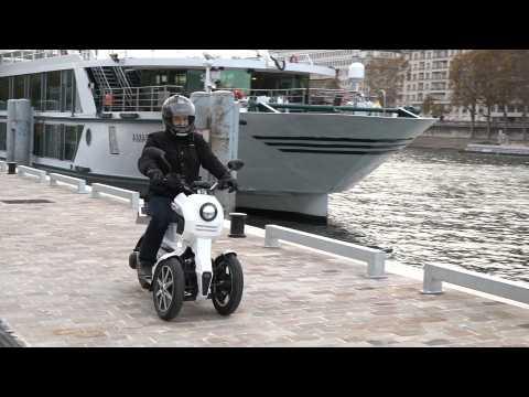 On a testé l'iTank 45, un scooter électrique à 3 roues très original