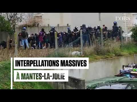 Les images des 146 interpellations devant le lycée Saint-Exupéry à Mantes-la-Jolie