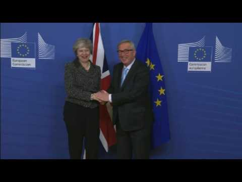 May meets with Juncker in bid to save Brexit deal