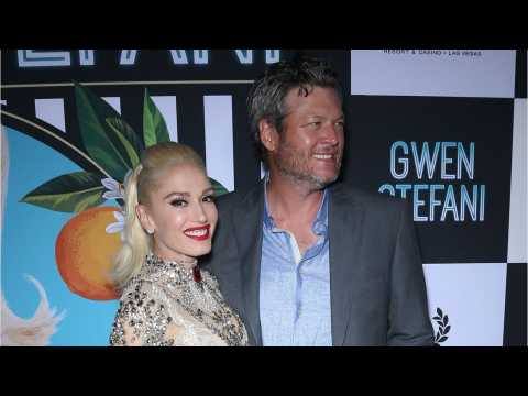 Blake Shelton And Gwen Stefani Share Mushy Moment On Stage At People's Choice Awards