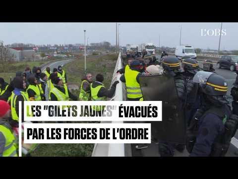 """Ronds-points, autoroutes, dépôts de carburants... Les """"gilets jaunes"""" délogés par la police"""
