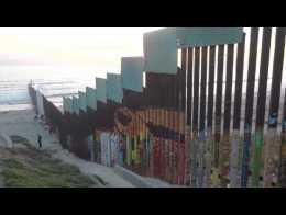 Un mural en la barda fronteriza entre México y Estados Unidos