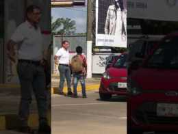 Director de comercio de #Coatzacoalcos agrede a niño vendedor