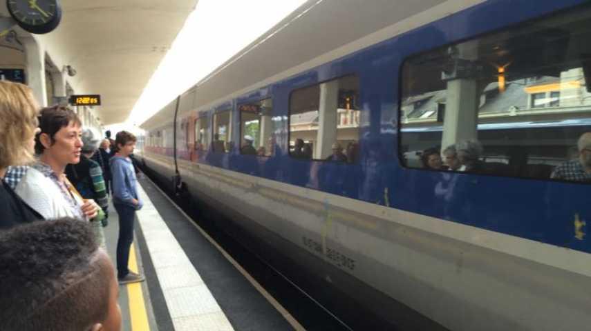 Saint-Brieuc. Le premier train LGV attendu en musique [vidéo]
