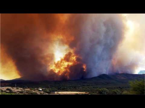 Arizona wildfire forces thousands of people from their homes