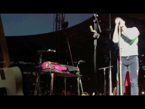 """En concert, Coldplay reprend """"Formidable"""" de Stromae (devant lui)"""