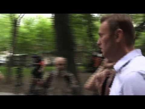 Kremlin critic Alexei Navalny arrives for court hearing