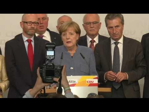 """Législatives en Allemagne : """"Un grand défi nous attend"""" reconnaît Merkel"""