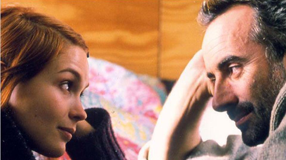 Toutes les filles sont folles - teaser - (2003)