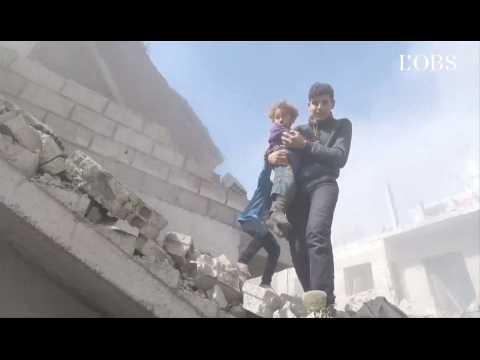 Bombardements en Syrie : le bouleversant plan-séquence d'un secouriste