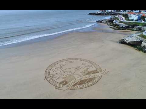 Pourquoi ces sculptures sur sable géantes apparaissent sur des plages d'Europe ?