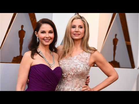 Ashley Judd And Mira Sorvino Team Up For Powerful Message On Oscars Red Carpet