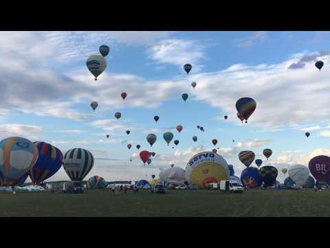 2 minutes de décollages de centaines de montgolfières