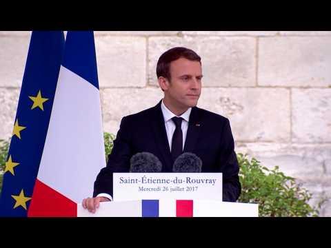 """Macron : """"Le visage du Père Hamel est devenu ce qui en nous refuse le terrorisme arrogant"""""""