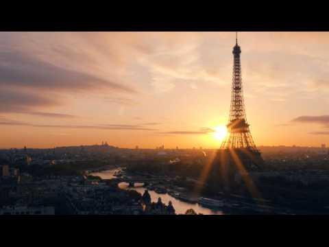2 minutes magiques de Paris survolé par un drone
