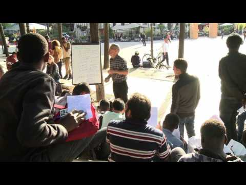 Open-air French lessons for migrants in Paris