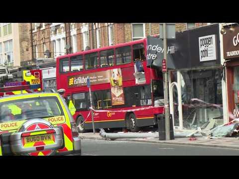 A Londres, un bus à impériale s'encastre dans un magasin : 10 blessés