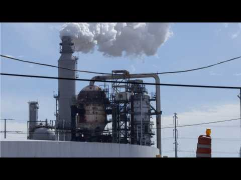 Houston Refineries Avoid Damage From Flooding