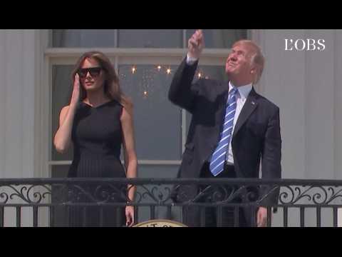 Trump regarde l'éclipse totale sans lunettes de protection