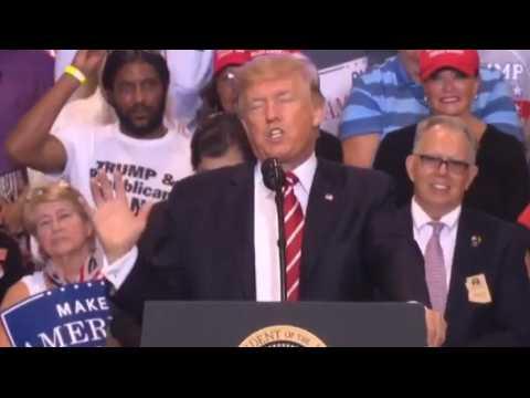 Charlottesville : Donald Trump s'en prend (encore) aux médias