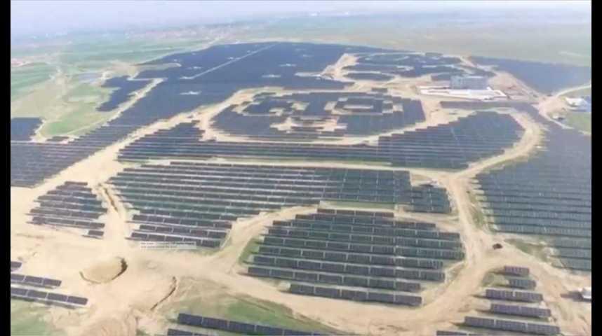 Illustration pour la vidéo En Chine, une ferme solaire… en forme de panda
