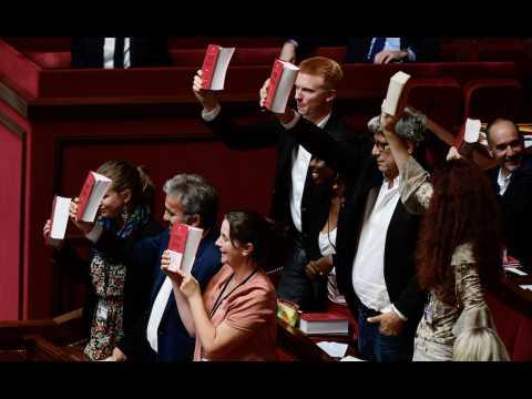 Courses, cravate, code du travail... Les 7 coups d'éclat des Insoumis à l'Assemblée nationale