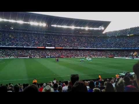 Le FC Barcelone rend hommage aux victimes des attentats catalans