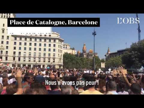 """""""Nous n'avons pas peur"""" scande la foule après la minute de silence à Barcelone"""