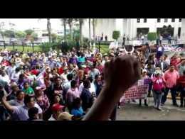 Maestros marchan en Xalapa contra la reforma educativa