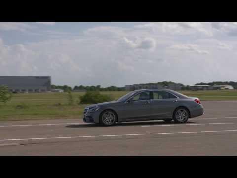 Mercedes-Benz S-Class - Traffic Sign Assist Crosswalk Alert   AutoMotoTV