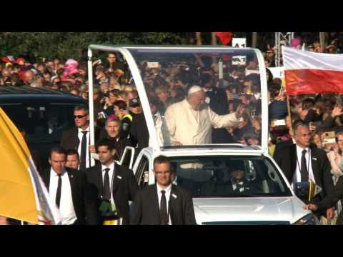 Nearly 100,000 faithful attend Pope Francis's mass in Lithuania