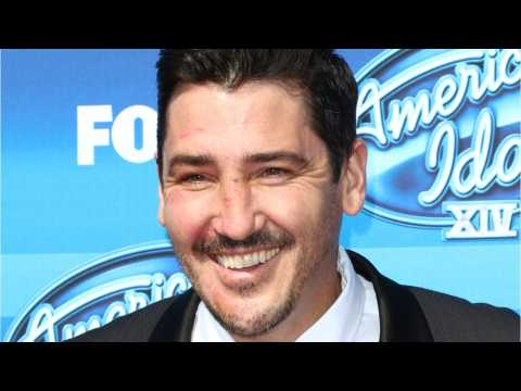 New Kid On The Block Jonathan Knight To Host HGTV's 'Farmhouse Fixer'