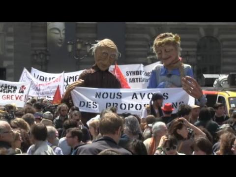 Culture strikes: French government tries to appease protesters