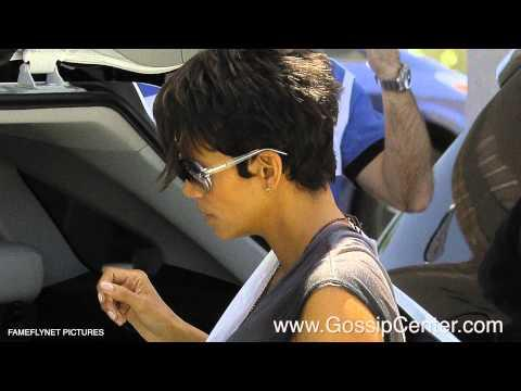 Halle Berry's Daughter Terrified of Paparazzi