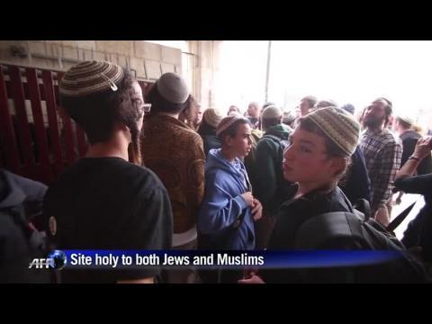 Jewish extremists wait to enter Al-Aqsa mosque compound