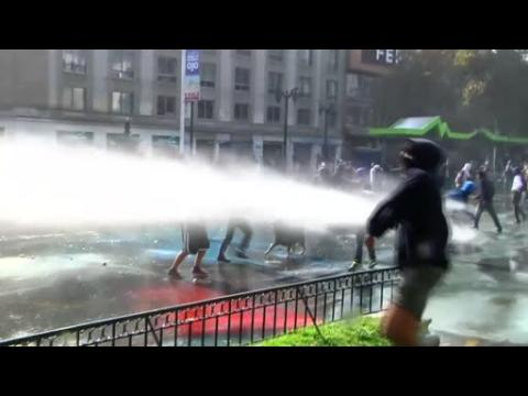 Clashes in Chile as students call for education reform