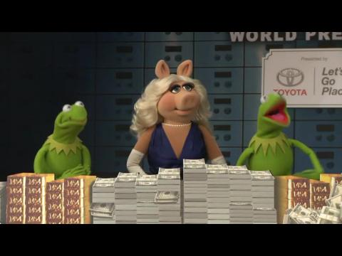 Miss Piggy And Kermit Have Cash And Fashion At Premiere