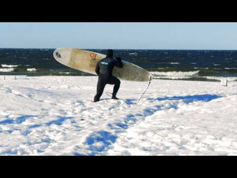 Russian surfers catch icy waves