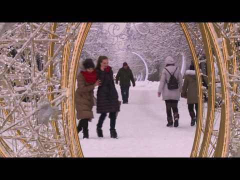 Record-breaking snowfall cloaks Moscow
