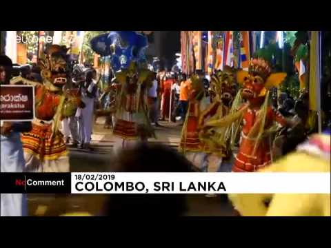 Buddhist parade brings in the crowds in Sri Lanka's capital