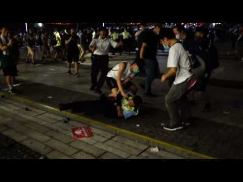 Violence breaks out as police try to clear Hong Kong protesters