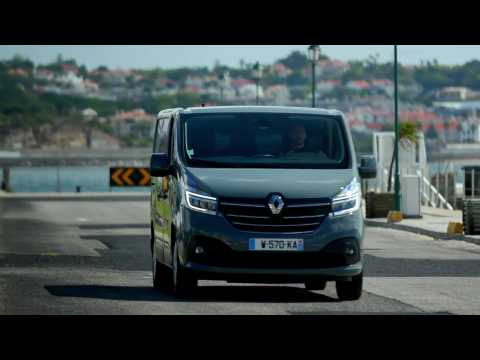 2019 New Renault TRAFIC Driving in Portugal