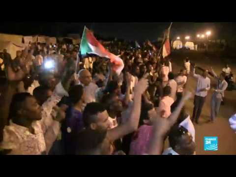 Sudan: Security forces storm a protest camp in the capital Khartoum, several killed