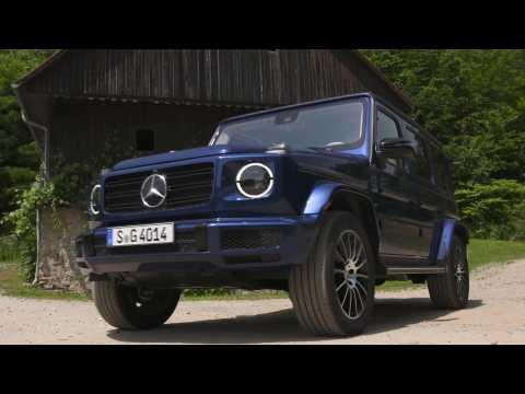 Mercedes-Benz G 400 d in Brilliant Blue Driving Video