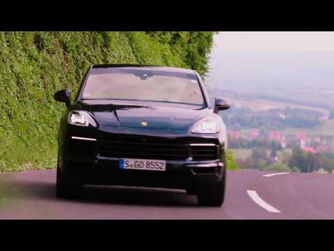 Porsche Cayenne S Coupé in moonlight blue Driving Video