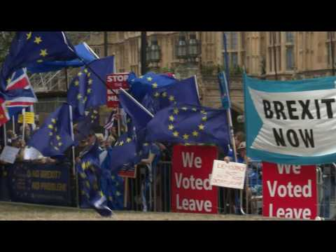 Brexit: UK government MPs split over possible rebellion